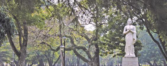 A HISTORICAL LEGEND: A marble statue of queen Viharamahadevi stands amidst the green vegetation at Viharamahadevi Park in Colombo 7