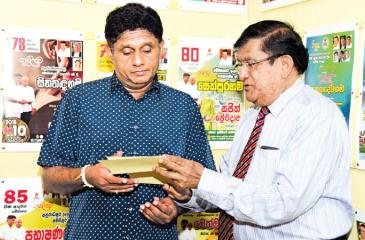 C.A.Wijeyeweere, Chairman, Condominium Management Authority hands over a cheque for Rs. 1m. to the Minister of Housing and Construction, Sajith Premadasa. L.S.Palansooriya, Chairman NDHA and Dhammika Edirisinghe, Accountant, Sevana Fund were present.
