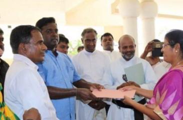 The Anti-Mahaweli Tamils' Heritage Forum submitting a petition to Mullaitivu District Secretary Ms. Ketheeswaran on 'Colonization'