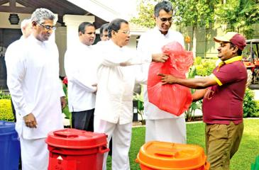 President Maithripala Sirisena launched the waste segregation program at his official residence on Tuesday, November 1. Provincial Councils and Local Government Minister Faiszer Musthapha, Law and Order Minister Sagala Ratnayaka, Megapolis and Western Development Minister Champika Ranawaka, Provincial Councils and Local Government State Minister Piyankara Jayarathna were also present