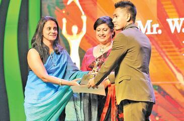 Wimukthi Galahitiyawa receives the Young Entrepreneur of the Year Award