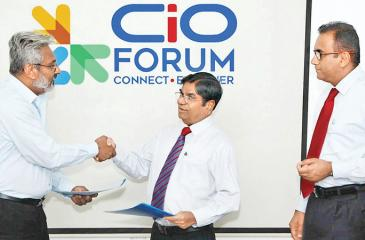 Chairman, Ninehearts Group, Thilak Godamanna (centre) exchanges the MoU with Chairman, FITIS, Wasantha Weerakoon.Vice President of CSSL, Prabath Wickramaratne looks on.