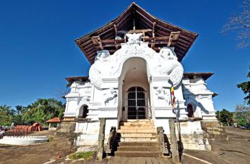 The front entrance of the Lankatilaka Vihara from the east, with a breathtaking view.