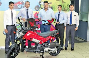 D.G.I. Dinelka receiving the Honda Navi motorbike from Dr.Kalinga Kaluperuma – Managing Director/CEO, Stafford Motor Co Pvt Ltd