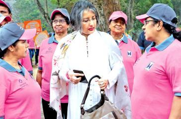 Prof. (Mrs) Maithree Wickremesinghe and Ministers Chandrani Bandara and Thalatha Athukorale leading a women's walk themed 'Awakening (Voice) women' from the Nelum Pokuna premises to the Viharamahadevi Park.