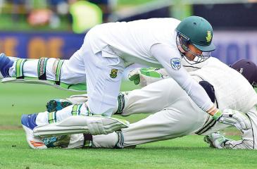 South Africa's Dean Elgar (front) runs into New Zealand wicket-keeper BJ Watling during day  four of the first Test played at Wellington on Saturday. AFP