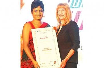 CEO of Kantar LMRB, Himalee Madurasinghe receives the 'Women Super Achiever' Award, at the World HRD Congress in Mumbai.