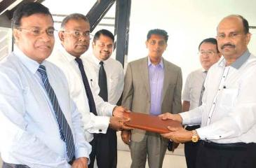 From left: Priya Jayawardane, Chamath de Silva, Enoj Muthukumarana, Rohan Fernandopulle, Zhang Hong and Harendra Rodrigo at the hotel.