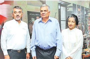 Kumar Sangakkara, Chef Dharshan Munidasa, Prime Minister Ranil Wickremesinghe, his wife Prof. Maithri Wickremesinghe and Mahela Jayawardena.