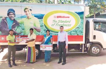 Keells Super receive first consignment of mangoes from Omaragolla farmers.
