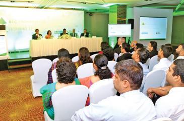 Senior Manager, Capital Markets, Commercial Bank of Ceylon, Duminda de Silva addressing the gathering.