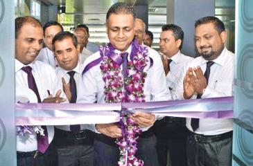 Assistant General Manager, Network Management, HNB, Nirosh Perera, opening the new customer centre. Senior Regional Head,  Eastern Region, Kandiah Jegarajah, Regional Head, Eastern Region, P. Ramanadasa and  Manager, HNB Ampara, Saman  Indika are also in the picture.
