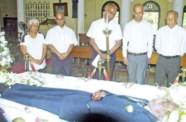 PICTURES BY - HERBERT PERERA From left: Mrs. Nedra Wijeratne (Daughter), Rohan Wijesinha (Son), Dameshk Wijesinha (Son), Vernon Tissera (a pupil of  Berty Wijesinha) paying their last respect.
