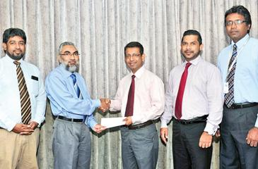 Country Manager of Transnational BPM Lanka (Pvt) Ltd, Dr. Imtiaz Ismail presents the sponsorship cheque to the President of the Clearing Association of Bankers, Upul de Silva. Deputy General Manager of Transnational BPM Lanka (Pvt) Ltd, Thurab Hilmy,  Secretary Razak Deen and Treasurer of the Clearing Association of Bankers, Janak Palugaswewa look on.
