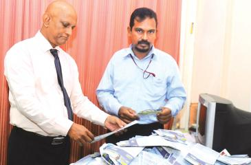 Shantha Jayamaha (Manager Publicity) and Roy Jayasinghe ( Manager Advertising Supplement ANCL) picking the  winning  coupons at  the 11th week  draw.