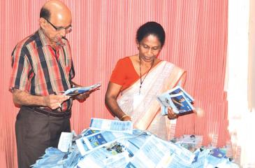S.Anandakumar (Deputy Editor, Sunday Observer) and B.P. Pushpika (Chief Administrative Officer, ANCL)  pick  the reader's  prize winning  coupons at  the  end  of  the 12th week  count.  Pic. Vipula Amarasinghe