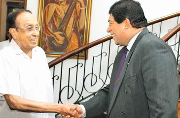 Foreign Minister Ravi Karunanayake with former Finance Minister Ronnie de Mel
