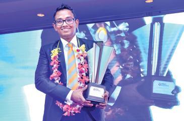 Kalum Jayasinghe with the  'Champion of Champions' Award