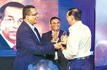 Immediate past Chairman of SLASSCOM Dr. Arul Sivagananathan presenting the award to Jayantha De Silva CEO and President IFS Sri Lanka while  Ruwindhu Peiris, newly appointed Chairman of SLASSCOM looks on