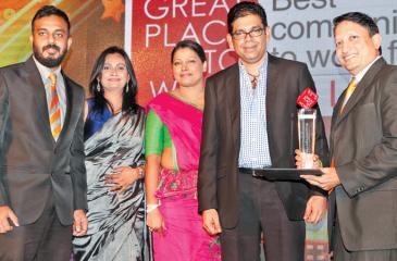 GPTW 1: General Manager (Human Resources) –Suresh Muttiah, Ms.Chammika Dharmamali (Head of Learning and Development), Roshayne Wanniachy (Manager – Human Resources)and Manager (Talent Acquisition and Resources Planning) – Ms. Princy Dassanayake receiving the award  GPTW 2: Members of the Management and the HR team after receiving the award