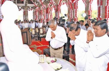 President Maithripala Sirisena, Prime Minister Ranil Wickremesinghe and Minister of Justice and Buddhasasana, Wijeyadasa Rajapakshe take part at the religious ceremony to mark the presentation of 'Aktha Pathra' to Agga Maha Panditha Most Ven. Kotugoda Dhammawasa Mahanayake Thera to commemorate the prelate's appointment as the Mahanayake Thera of the Sri Lanka Amarapura Maha Nikaya. The event took place at the Independence Square, Colombo last week. (Pic: Malan Karunaratne)