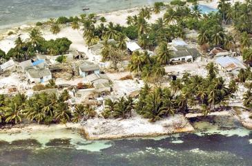 An aerial view of the Village of Kolhuvaariyaafushi, Mulaaku Atoll, the Maldives, after the Indian Ocean Tsunami. Credit: UN Photo/Evan Schneider
