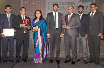 HNB Grameen Team with the Awards