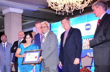 Richard Howitt, Chief Executive Officer, International Integrated Reporting Council and Wasantha Deshapriya, Secretary of the Ministry of Telecommunication and Digital Infrastructure hand over the award to Anusha Gallage, Chief Financial Officer of HNB.