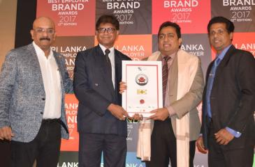 Minister of Education Akila Viraj Kariyawasam (right) presents the Master Brand Certificate to the Bank of Ceylon's Chief Marketing Officer Dr. Indunil Liyanage (left). Dr. R.L. Bhatia (left) and the Bank of Ceylon's Assistant General Manager – Marketing Priyal Silva (right) are also in the picture.