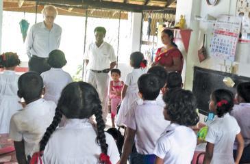 Ex Sampath Bankers Club provided English classes for Halkadawala Duwegoda Primary School children