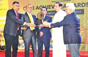 President Maithripala Sirisena presents the National Gold Award (Extra-Large Category- Service Sector) to SAW Engineering Chairman/ Managing Director Dr. Athula Jayarathna and Group General Manager Bandula Jayarathna.