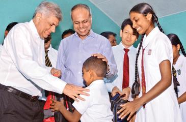 Prime Minister Ranil Wickremesinghe, Minister of Law and Order and Southern Development, Sagala Ratnayaka, Huawei Sri Lanka CEO Shunli Wang handing over the donations.