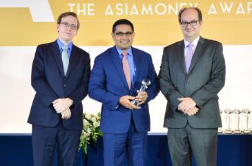 Manatunge (centre) with one of the two awards presented to the Bank.