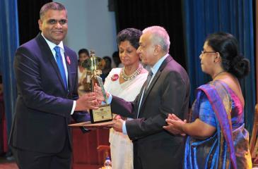General Manager  and VP of Engineering, Zone24x7, Dr. Sankalpa Gamwarige receives the award from Minister of Development  Strategies and International Trade Malik Samarawickrama.