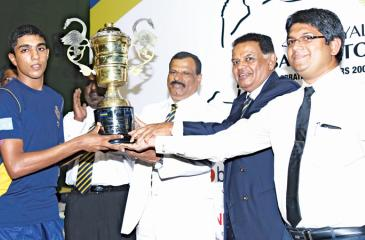 Royal College badminton captain  Thevin Rahubedda receives the A.R.L. Wijesekera Memorial Challenge  trophy  from chief guest Jayantha Kudahetty. The others in the picture are Royal  Principal B.A.Abeyratne and Asanga Perera.  Pic. Malan Karunaratne