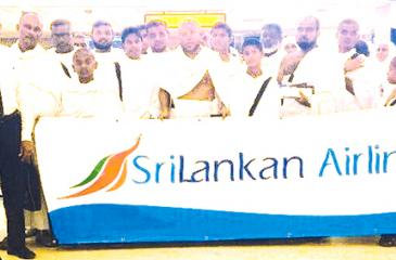 SriLankan Sales team together with the pilgrims at BIA