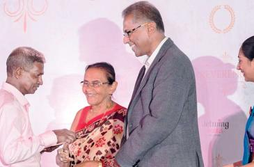 Josephine Cooray and Hiran Cooray presenting an award to a senior associate