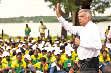 Prime Minister Ranil Wickremesinghe visited the 'Ruhunu Magam Yovunpuraya 2017' at the National Livestock Development Board farm at Weerawila on Friday. (Pic: Prime Minister's Media Unit)