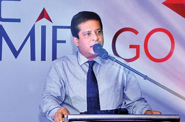 CEO DFCC Bank, Lakshman Silva addressing the gathering at the launch event of 'Premier Go'.