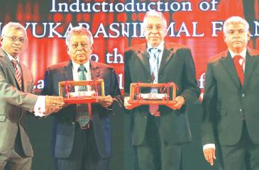 Anthony Nirmal Fernando and Someswaran Thirunavukarasu inducted to the CA Sri Lanka Hall of Fame in the presence of the institute's President Lasantha Wickremasinghe, Vice President Jagath Perera, Past President and Chairman of the Hall of Fame Committee Mohan Abeynaike and CEO Aruna Alwis.