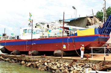 PICTURE BY Mahinda Vithanachchi    The 23-metre self-propelled barge, the 'Fat Lady'