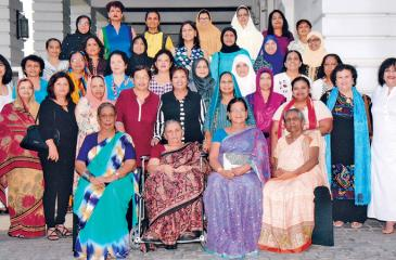 Seated from left - Teachers: Rani Jayawardena, Gulna Saleem, Sarojini Ramakrishna, Vicky Perera. Standing 1st Row: Zaharana, Nilufer, Thuhuri, Emma, Dinara, Zeenathul, Rikaza, Sarah, Shano S, Kherun, Standing 2nd Row: Suzie, Puthri, Rizna, Rozanna, Shehani, Nusrath, Rifaya, Nazima, Sharmini,  Standing 3rd Row: Fareeda, Fazilet, Shareeza, Rhoda, Razia, Fazeela, Fathima,  Standing 4th Row: Hafiza, Amrita, Razeena, Mariya, Masuma, Aziza and Sugra