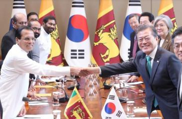 President Maithripala Sirisena and South Korean President Moon Jae-in at the signing of the agreement.