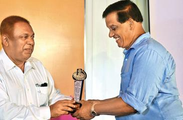 Minister of Finance Mangala Samaraweera presents Ravi Pinidiya, an entrepreneur of Matara who has been regular in paying his taxes, with a felicitation plaque on behalf of the Department of Inland Revenue. The IRD felicitated people and institutions in the Hambanthota and Matara districts who have been consistent in paying their income tax.