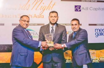 Head of Islamic Business Division, Ilsam Awfer and DGM, Branch Network, Jude Anthony receive the award.