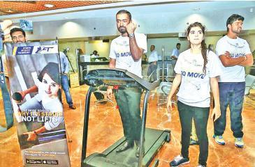 Thivaharan Arunagirinathan, HNB customer, who completed 10,000 steps at the launch of HNB FIT Account