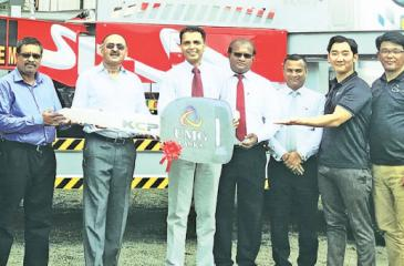 Engineer Jimmy presents the keys of a KCP Daewoo pump truck to NEM Construction officials. Construction General Manager, Mechanical, P. B. S. Kithsiri, General Manager, Construction, Shantha Piyadasa, NEM Chairman Raja  Nanayakkara, UMG Lanka, Managing Director Asiri Walisundara, General Manager Nishantha Fernando, Business Development Manager Sisira Medanga, KCP Heavy Industry Marketing and Sales Manager Peter Kim are also in the picture.