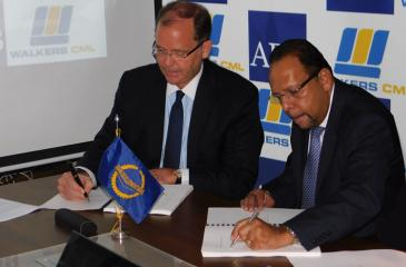 Signing of the agreement between Deputy Director General, Private Sector Operations Department of Asian Development Bank, Christopher Thieme, and Executive Deputy Chairman of MTD Walker, Jehan Amaratunga.