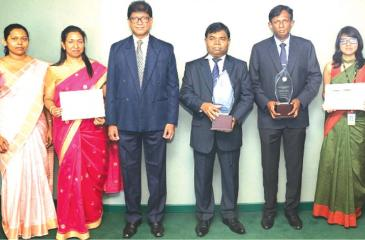 The Bank of Ceylon team with the award