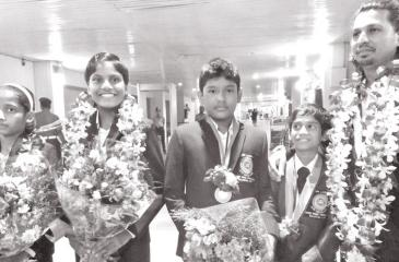 Junior Paddlers Rehan Dinel Senanayake, Oshan Senaratharachchi, Chameesha Thushadi, Navindri Senevirathne who represented Sri Lanka and manager cum coach Sampath Rajapaksa on their arrival at the BIA.